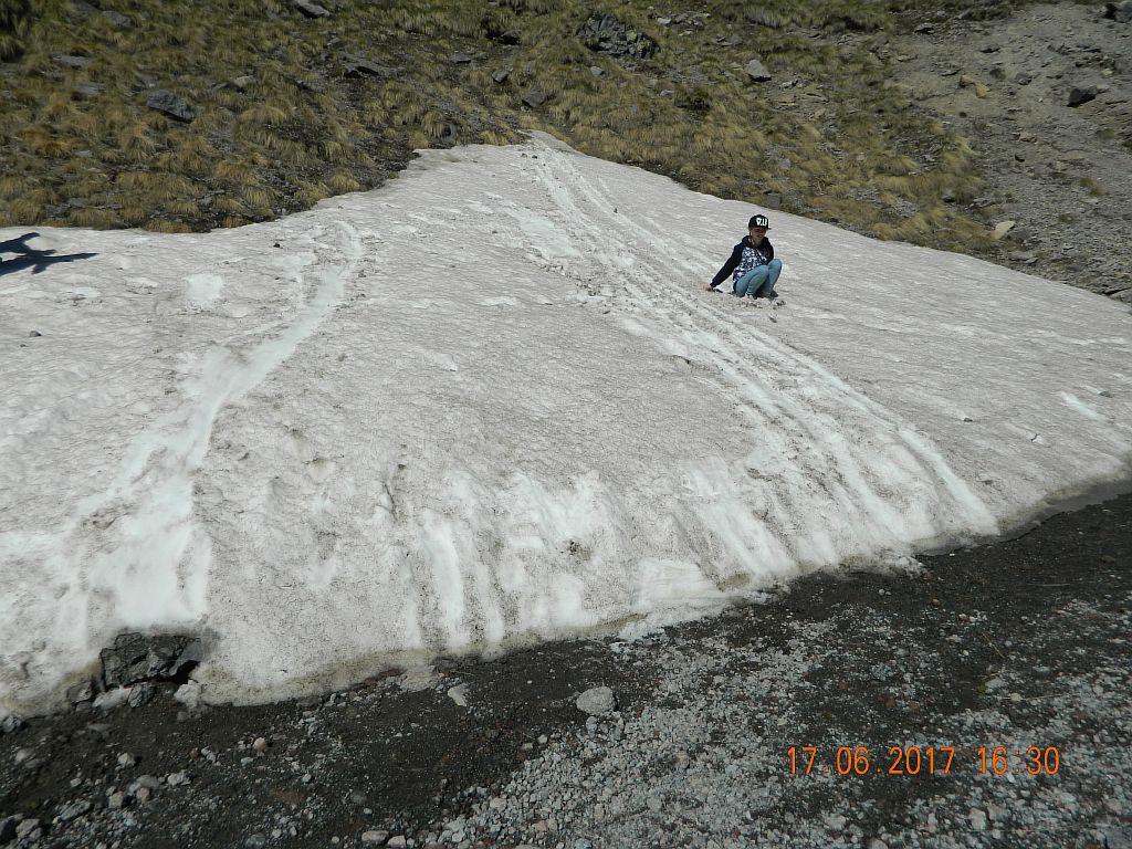 Остатки снега в горах