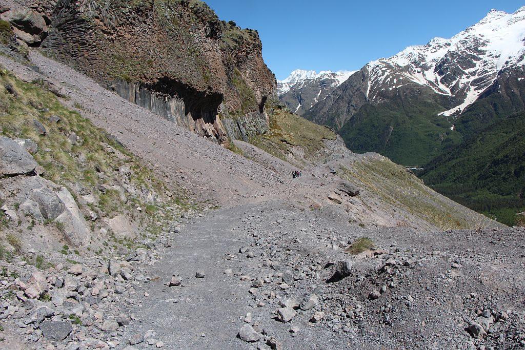 Тропа вдоль скал на Девичьи косы