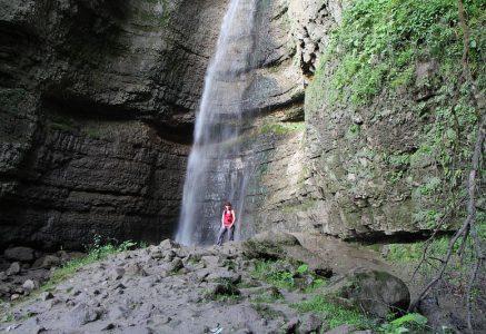 10 фотографий на Малом Чегемском водопаде.
