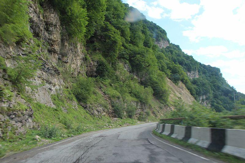 Дорога по Чегемскому ущелью.