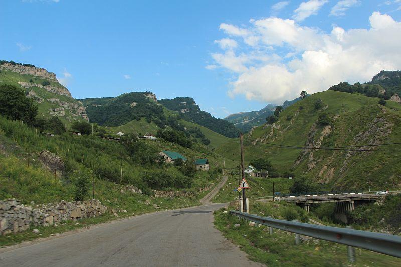 Дорога в Чегемском ущелье.