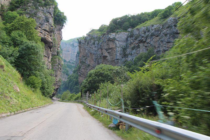 Красивые скалы в Чегемском ущелье.