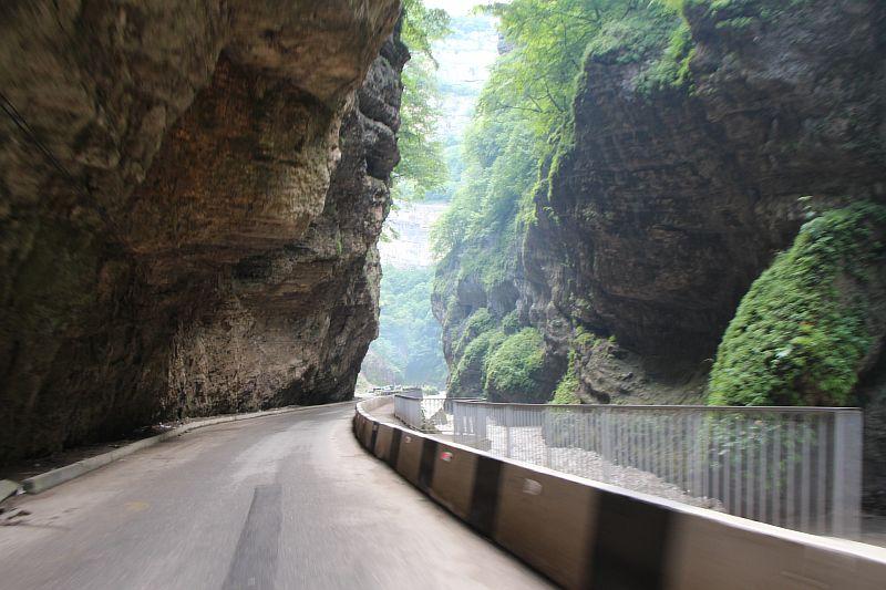 Скалы на подъезде к Главным водопадам
