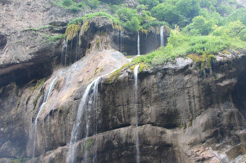 Вид на Чегемские водопады со смотровой площадки.