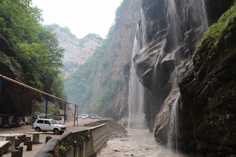 Большие водопады в Чегемском ущелье.