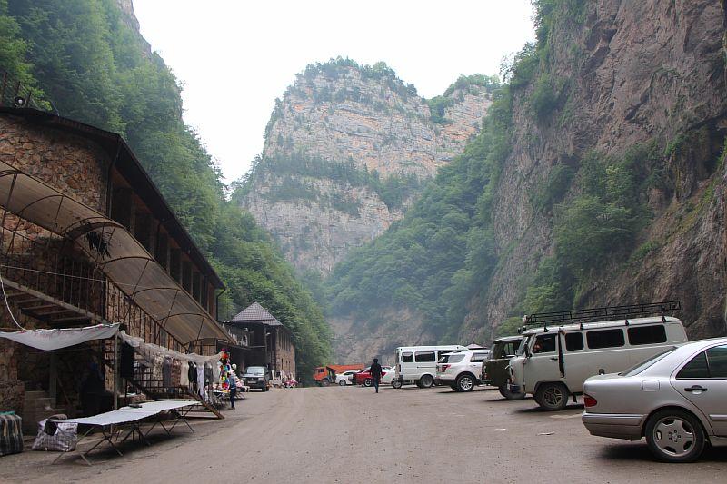 Парковка у Чегемских водопадов.