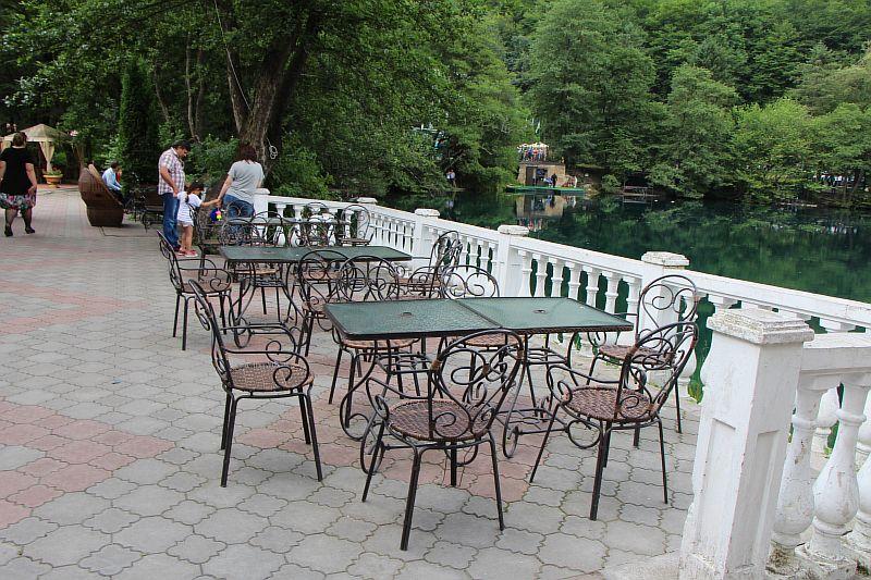 Кафе на озере.