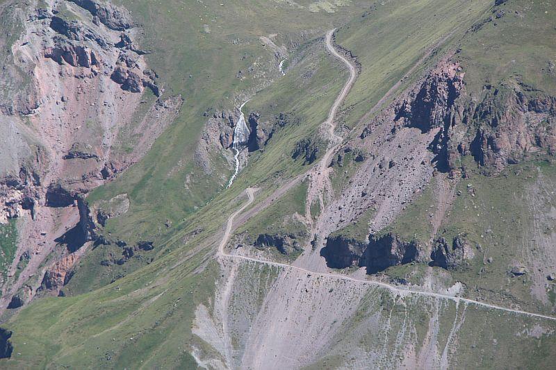 Вид с Чегета на водопад