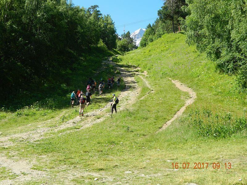 Поход на вершину группы туристов