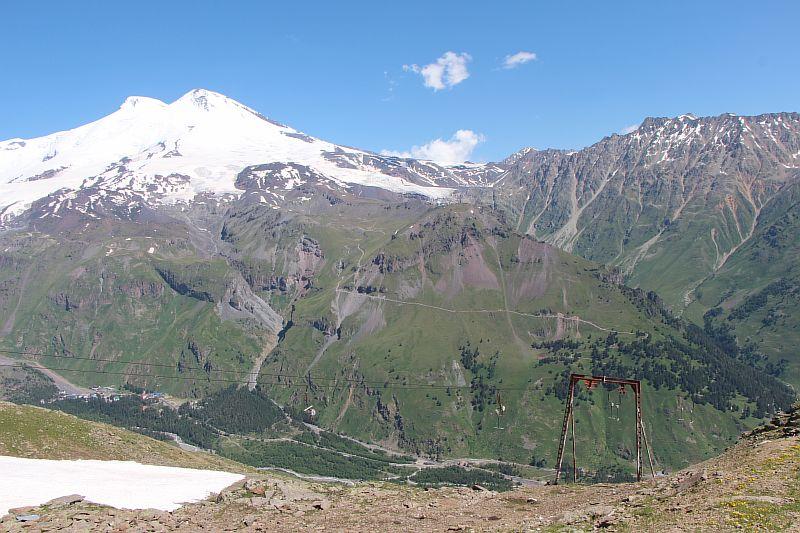 Вид с канатки на Эльбрус.