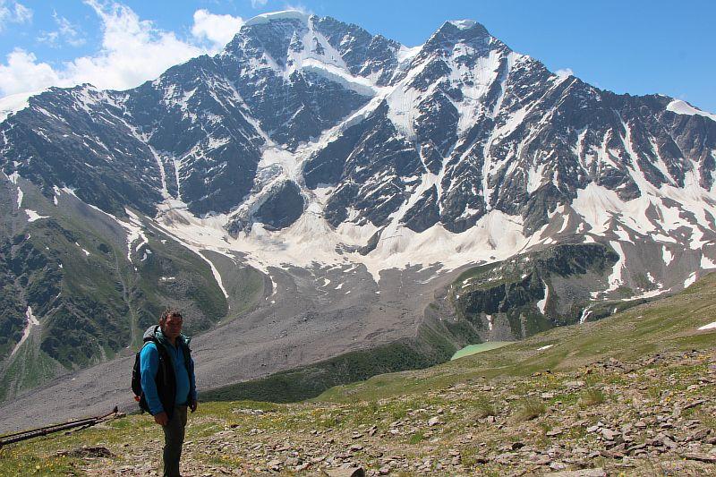 Ледник Семерка с горы Чегет.