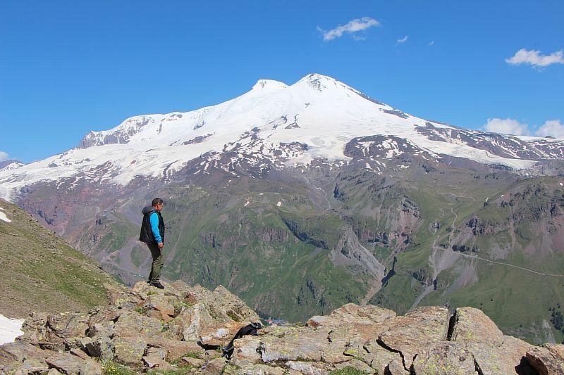 Вид на Эльбрус с горы Чегет.
