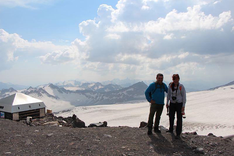 Вид на Кавказский хребет со станции Гарабаши. Эльбрус.