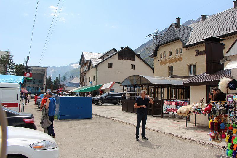 oteli-na-Azau