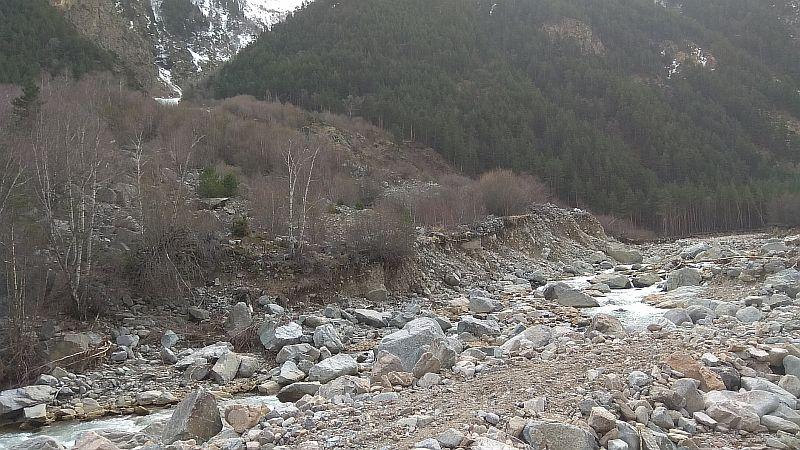 Размытое русло реки
