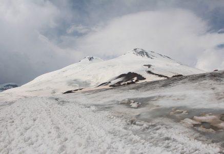 Где можно пожить у подножья Эльбруса.