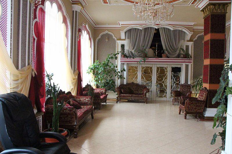 Холл в отеле.