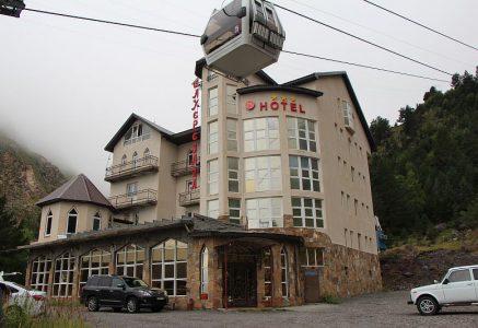 Отель Шахерезада на поляне Азау.