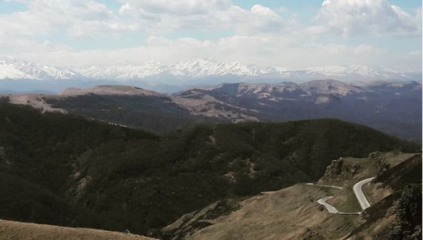 Вид на Кавказский Хребет с перевала Гум Баши