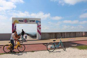 Собственный пляж от Роза Хутор в Имеретинском курорте.